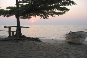 Рассвет на озере Бангвеулу