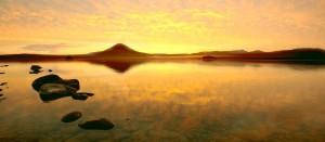 Курильское озеро - одна из главных природных достопримечательностей Камчатки