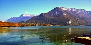 Анси - красивое пресноводное озеро во Франции