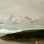 Туман и радуга над озером Аргентино и ледником Перито-Морено