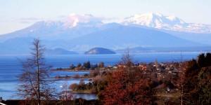 Вид на вулканы с озера Таупо