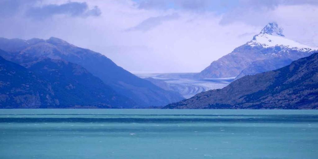 Озеро Сан-Мартин на границе Чили и Аргентины