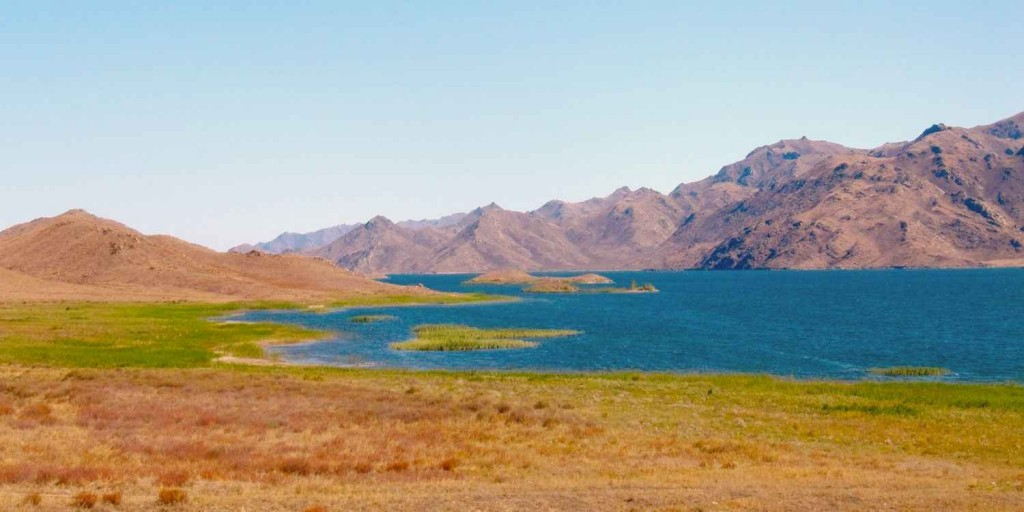Зайсан - озеро на востоке Казахстана