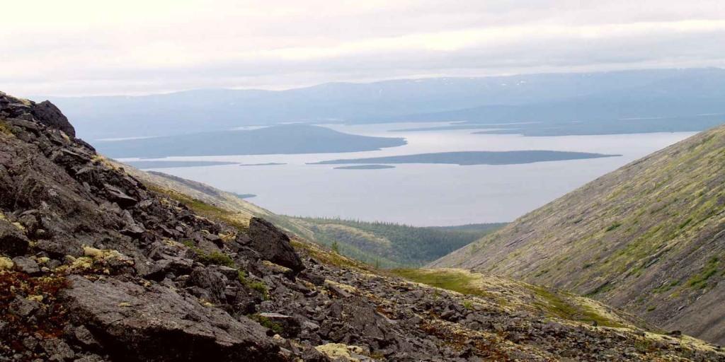 Вид с окрестных гор на озеро Имандра