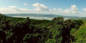 Озеро Босумтви в Гане, расположенное внутри метеоритного кратера