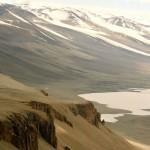Вид на антарктическое озеро Дон-Жуан с окружающих гор